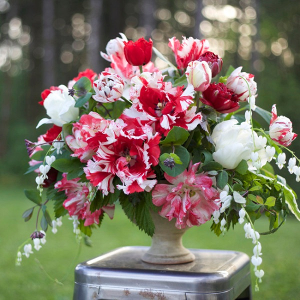 Flirty-Fleurs_spring_arrangement.jpg
