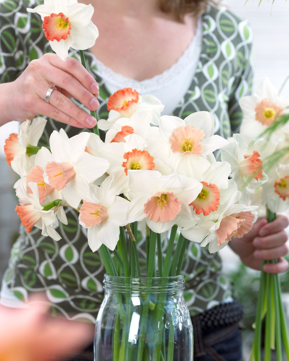 Expert Tips for Cutting and Arranging Spring Flowers - Longfield Gardens